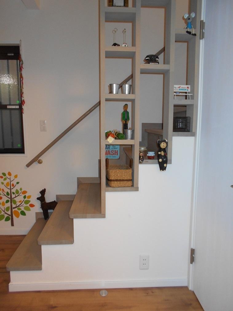 ヴァーティカル・ドリーミンの部屋 階段手摺を見る