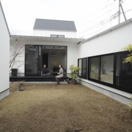 静岡の二世帯住宅  中庭に小屋を持つOUCHI-15-中庭
