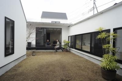 中庭 (オウチ15・静岡の二世帯住宅)