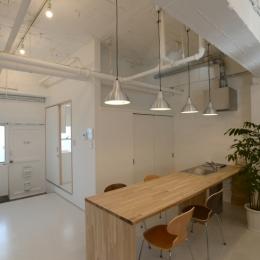 エントランス と ミーティングスペース (若竹ビル の シェアオフィス | coworking space in 5th Avenue)