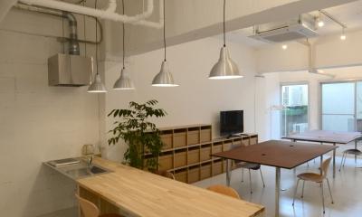 若竹ビル の シェアオフィス | coworking space in 5th Avenue (ミーティングスペース と オフィススペース)