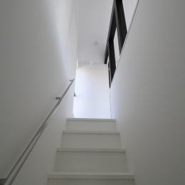 静岡の二世帯住宅  中庭に小屋を持つOUCHI-15 (親世帯・寝室への階段)
