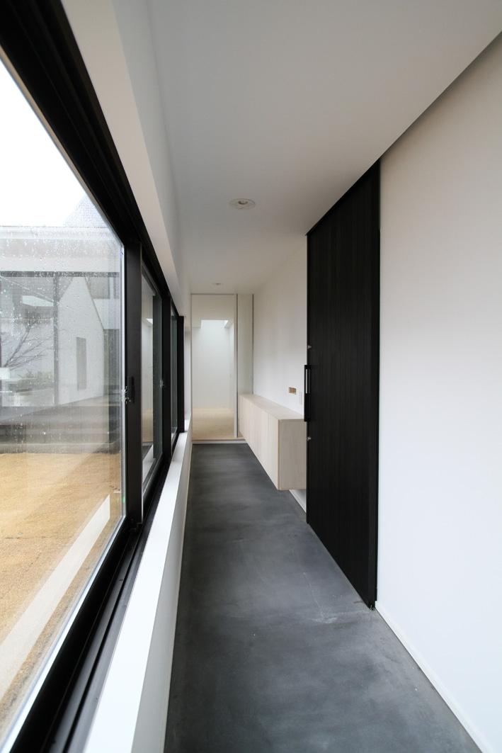 静岡の二世帯住宅  中庭に小屋を持つOUCHI-15 (玄関土間)