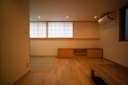 富士見坂の家 (TVキャビネット側リビングを見る)