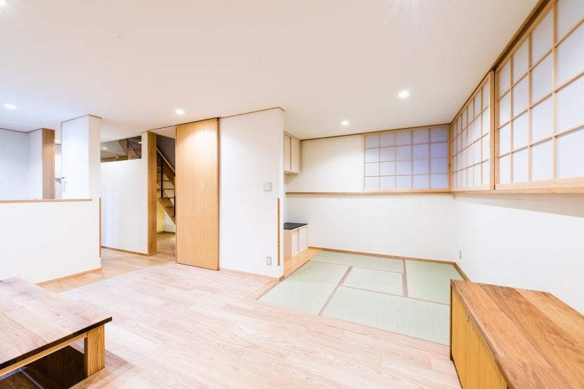 富士見坂の家の部屋 リビングから仏間方向を見る