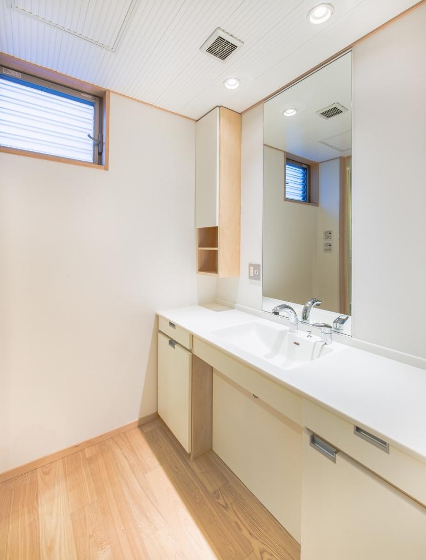 富士見坂の家の部屋 洗面室のオリジナルカウンター
