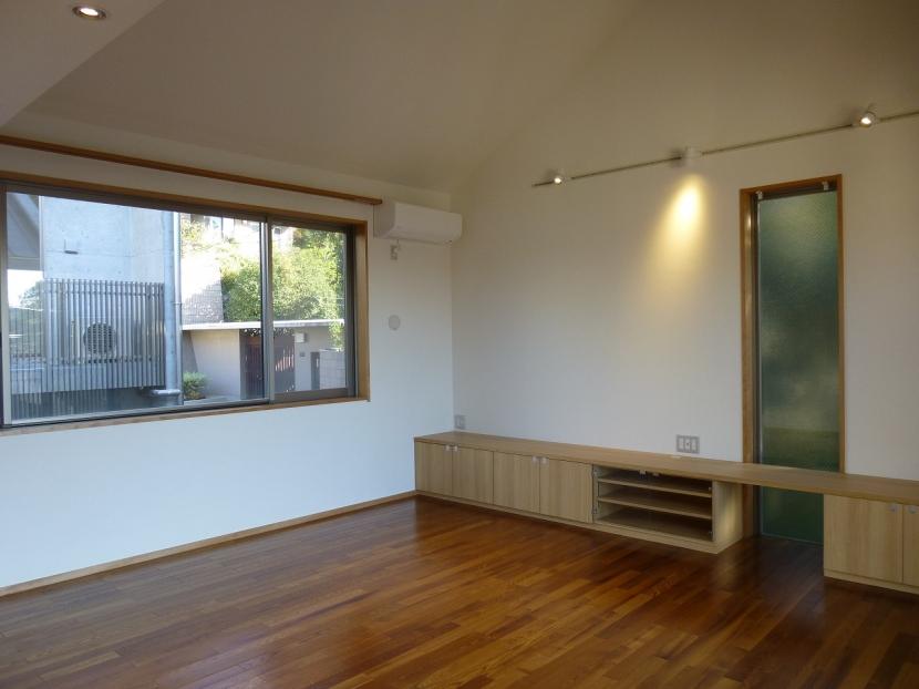 秦野市の住宅の部屋 TVキャビネットのあるリビングダイニング