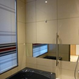 秦野市の住宅 (600角タイル壁の浴室01)