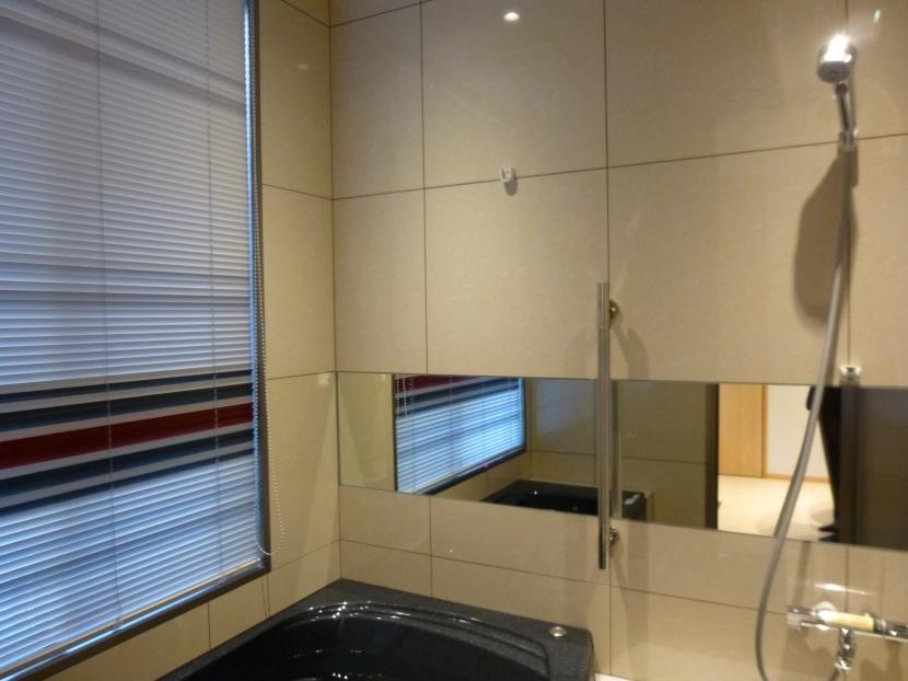 秦野市の住宅の部屋 600角タイル壁の浴室01
