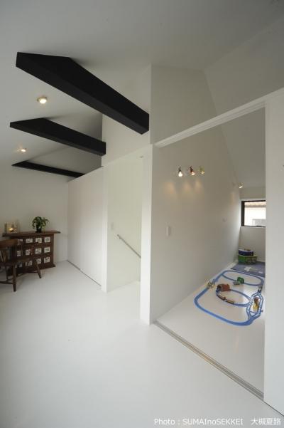 引き戸で仕切る子供室 (オウチ15・静岡の二世帯住宅)