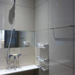 秦野市の住宅 (600角タイル壁の浴室02)