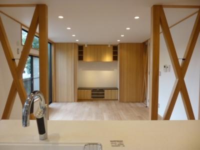 西小山の家 (キッチンからリビングダイニング方向を見る)
