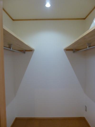 使う人の身長に合わせたウォークインクローゼット (西小山の家)