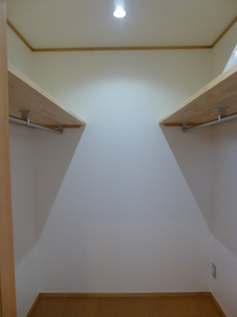 西小山の家の部屋 使う人の身長に合わせたウォークインクローゼット