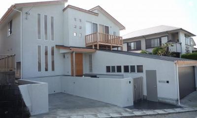銚子の家 (外観(手前が客用駐車スペース、右がガレージ))