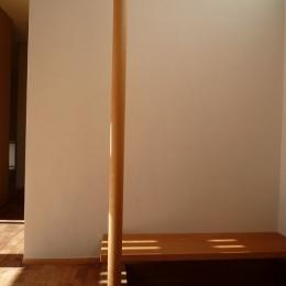 銚子の家 (玄関のベンチと手摺ポール)