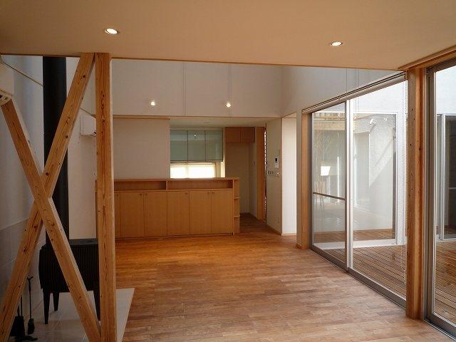 銚子の家の部屋 リビングからダイニングキッチン方向を見る