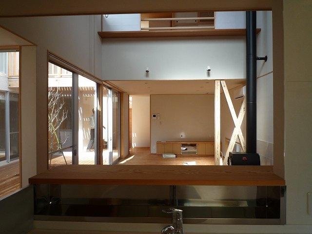銚子の家の部屋 キッチンからリビングダイニング方向を見る