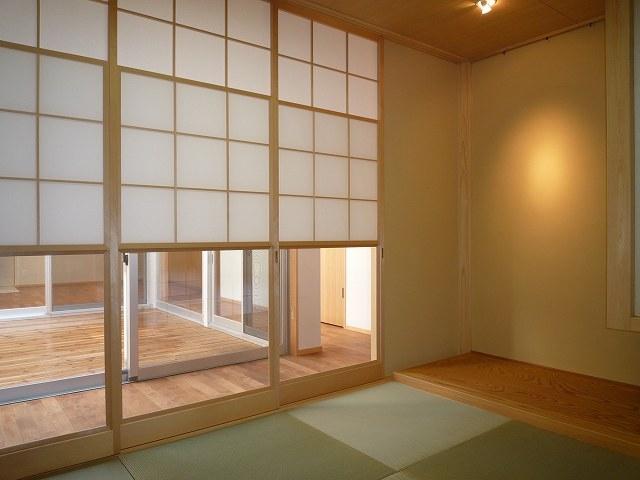 銚子の家の部屋 廊下を介して中庭に面する和室
