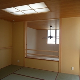銚子の家 (2階和室からダイニング吹抜方向を見る)