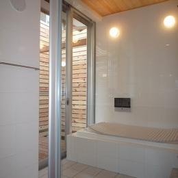 銚子の家 (大きな開口を持つ開放的な浴室)
