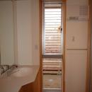 銚子の家の写真 オリジナル洗面台のある明るい洗面脱衣室