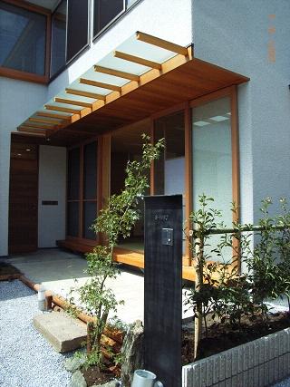 坪井町の家の部屋 玄関前ポーチと和室の濡縁
