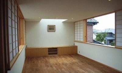 坪井町の家 (東西の窓が開けられたリビングダイニング)