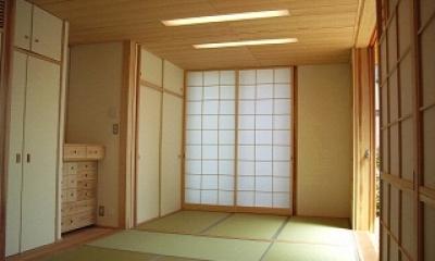坪井町の家 (9帖の和室)