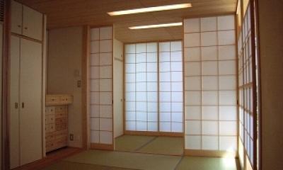 坪井町の家 (6帖と3帖に和室を仕切ることのできる引き込み障子)