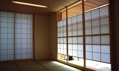 坪井町の家 (和室の月雪見障子)
