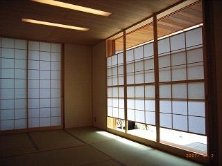 坪井町の家の部屋 和室の月雪見障子