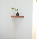 坪井町の家の写真 遊び心を持って階段の隅に飾棚