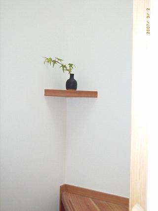 坪井町の家の部屋 遊び心を持って階段の隅に飾棚