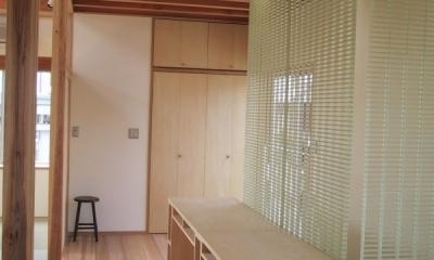 船橋S邸 (FRPグレーチングで間仕切られたシンプルな学習机)