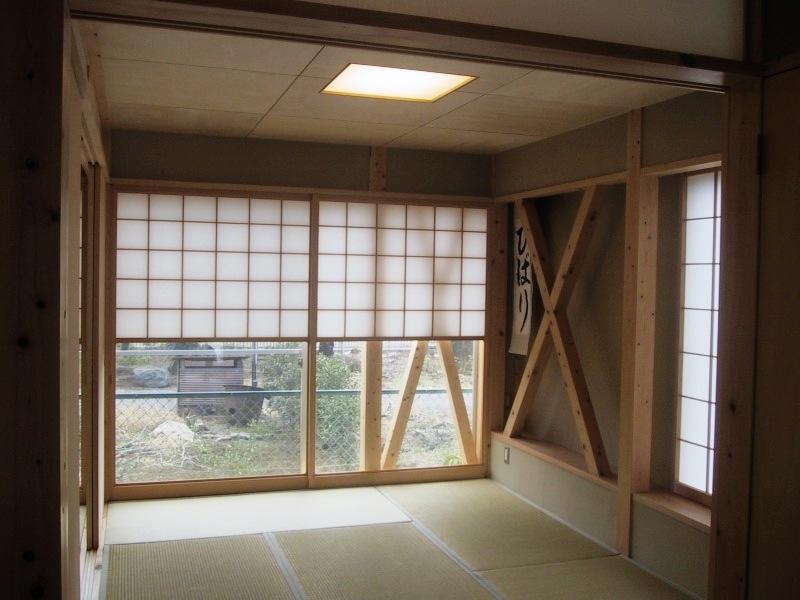 船橋S邸の部屋 1階和室の雪見障子と筋交い