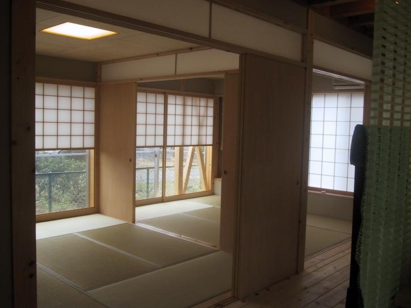 船橋S邸の部屋 6帖二間の和室は板襖で仕切られる