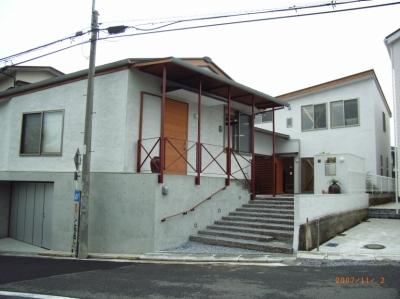 上本郷の家 (西・南側外観(外壁は火山灰土の塗り壁))