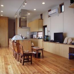 上本郷の家 (リビングからダイニングキッチン方向を見る)