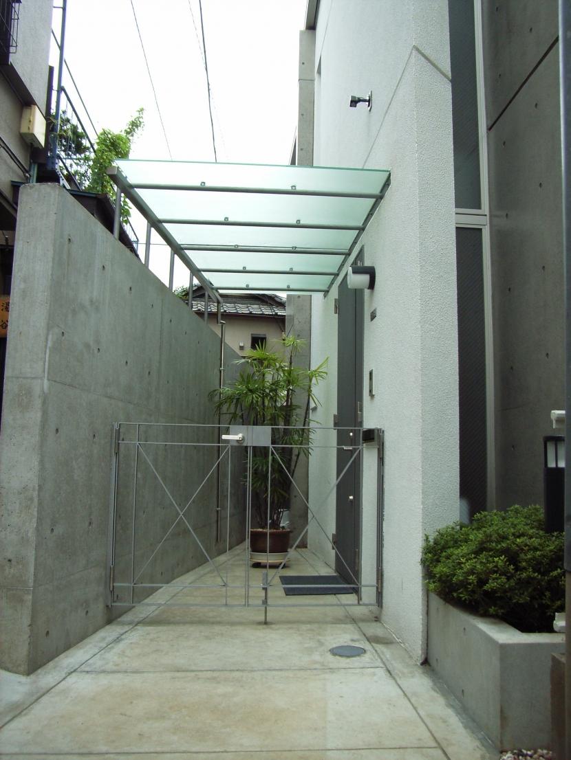北区神谷の家の写真 オリジナルの玄関庇と門扉