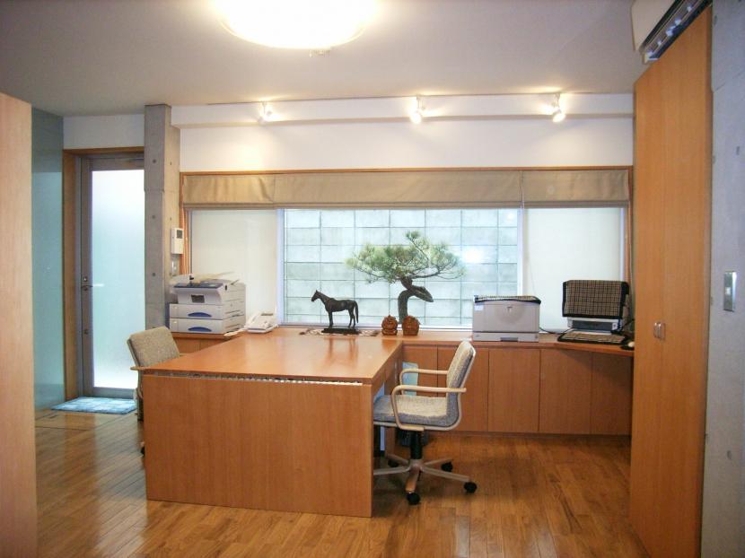 北区神谷の家の写真 居間兼仕事場(エクステンションデスクはオリジナル)
