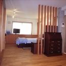 北区神谷の家の写真 ルーバーで緩やかに仕切られた2階寝室
