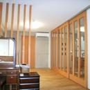 北区神谷の家の写真 2階寝室から階段スペース方向を見る