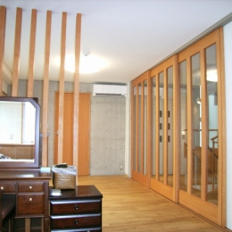北区神谷の家 (2階寝室から階段スペース方向を見る)