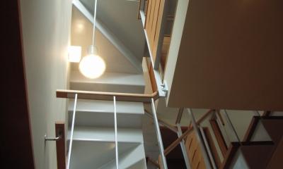 北区神谷の家 (階段から見上げた階段の構成)