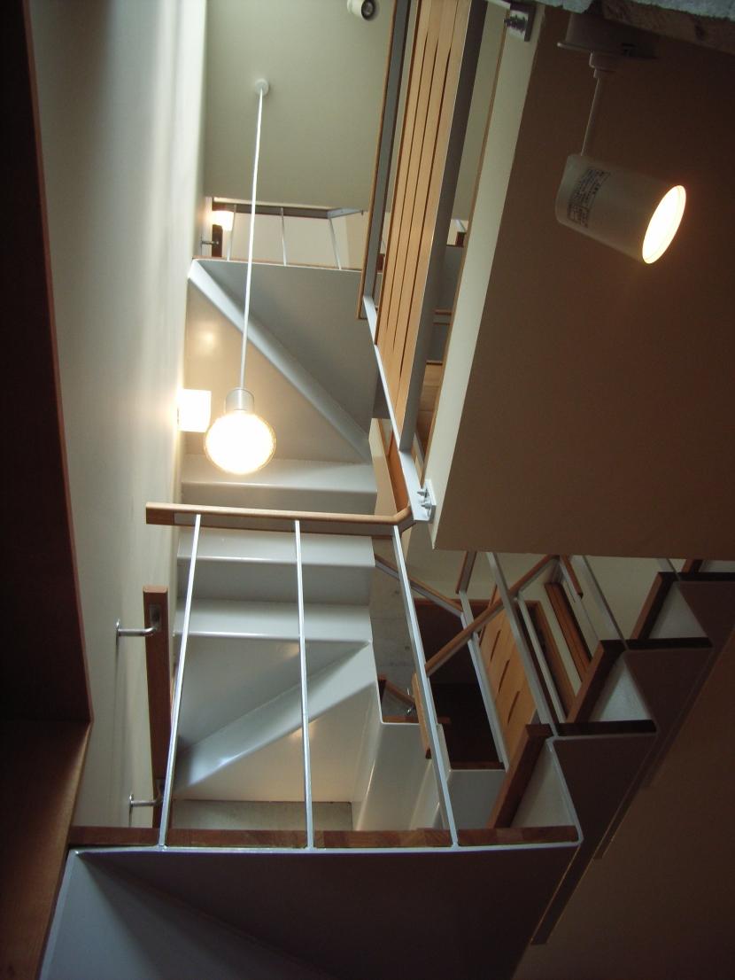 北区神谷の家の部屋 階段から見上げた階段の構成