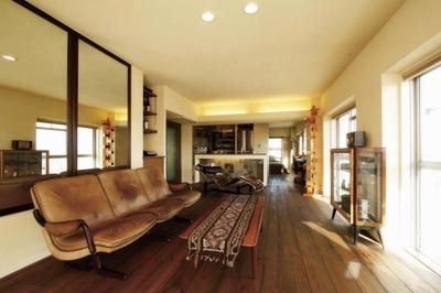 大量のCDと本の収納をメインに考える、アンティーク空間 (ミッドセンチュリーの家具が映えるLDK)