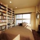 大容量の本棚と寝室_1