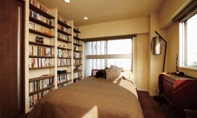 大量のCDと本の収納をメインに考える、アンティーク空間 (大容量の本棚と寝室_1)