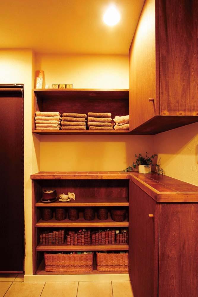 リフォーム・リノベーション会社:すむ図鑑「大量のCDと本の収納をメインに考える、アンティーク空間」